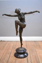 A BRONZE STATUE OF A POSED ART DECO DANCER IN THE STYLE OF D.H. CHIPARUS UOPN A MARBLE BASE