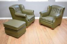 A PAIR OF EARLY 20TH CENTURY LEATHER WINGBACK ARMCHAIRS W/ MATCHING OTTOMAN