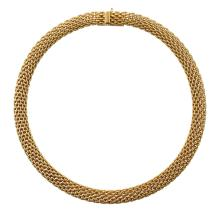 A GOLD NECKLACE BY TIFFANY & CO