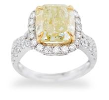 A FANCY YELLOW AND WHITE DIAMOND RING