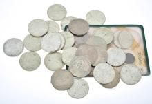 A QUANTITY OF AUSTRALIAN COINS INCLUDING FLORINS, PENNIES AND ROUND FIFTY CENT PIECES.
