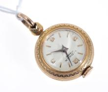 AN ENAMEL OPEN FACE WATCH PENDANT IN GOLD, MANUAL WIND WITH ARABIC NUMERALS, 17 JEWELS.