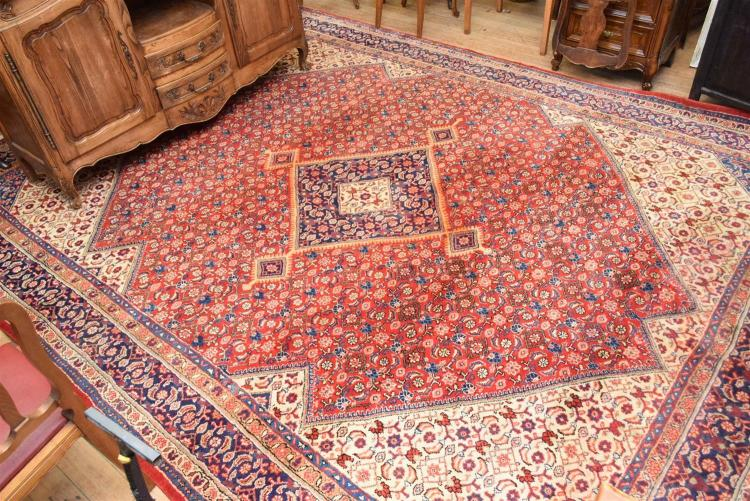 A Large 100 Wool Hand Woven Persian Rug In Red And Blue