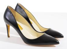 A PAIR OF COURT SHOES BY RUPERT SANDERSON