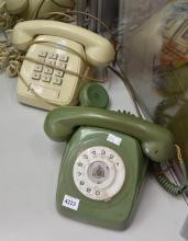 TWO OLD PHONES (A/F)