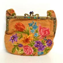 A LATE 1920''S SILK EMBRIODERED HANDBAG, A JEWELLED BRASS CLASP WITH FLORAL MOTIFS AND ORIGINAL SILK LINING