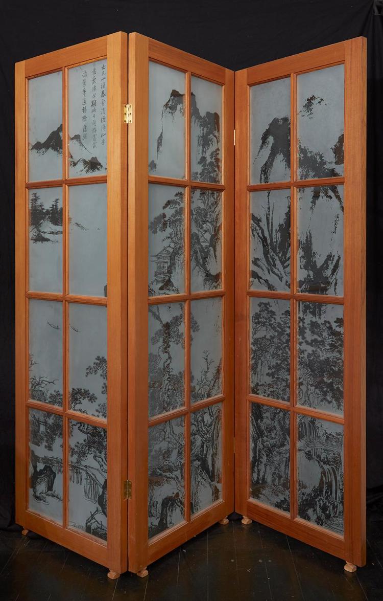 AN AUSTRALIAN CONTEMPORARY ART GLASS SCREEN BY WARWICK PASCOE