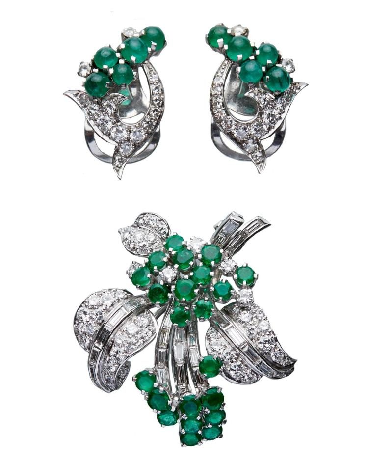 A DIAMOND AND EMERALD COCKTAIL BROOCH AND EARRINGS