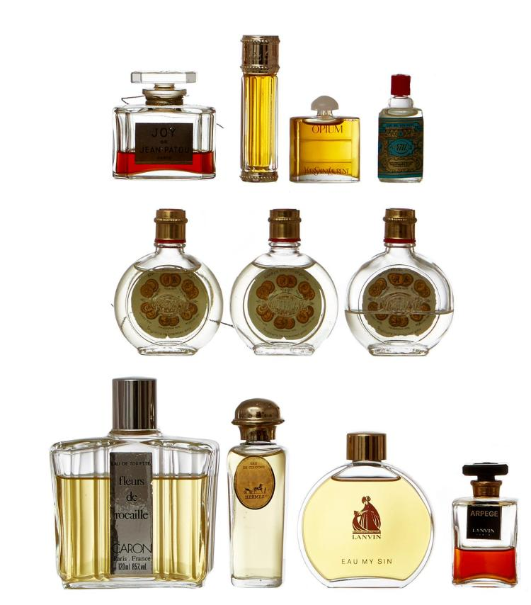 A COLLECTION OF VINTAGE PERFUME BOTTLES