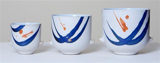LES BLAKEBROUGH (born 1930) Vases porcelain
