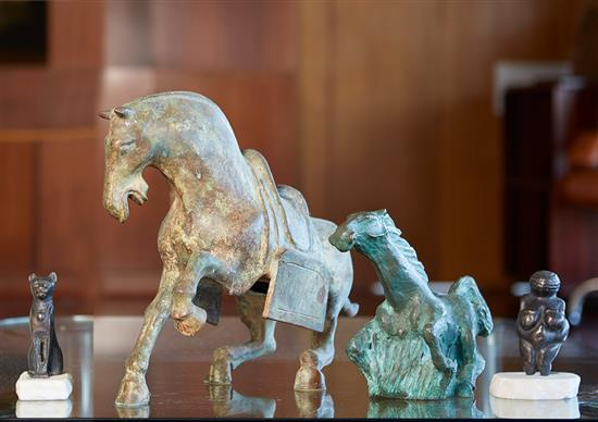 TWENTIETH CENTURY SCHOOL Horse in Motion bronze 30 x 42 x 13cm