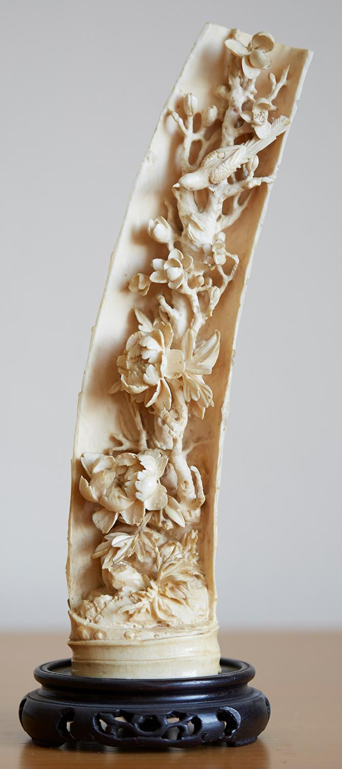 A CHINESE QING EXPORT IVORY TUSK CARVING, LATE 19TH EARLY 20TH CENTURY