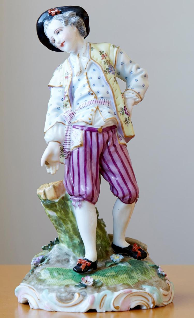 A MEISSEN PORCELAIN FIGURE OF A YOUNG GALLANT, 19TH CENTURY