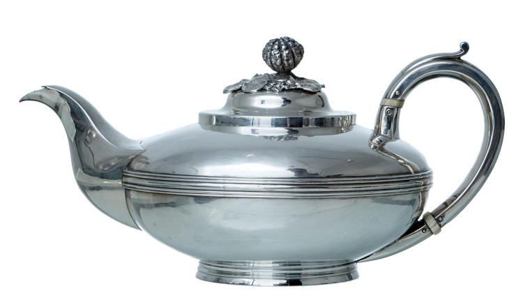 A GEORGE IV STERLING SILVER COFFEE POT BY RICHARD PIERCE & GEORGE BURROWS II, LONDON 1829