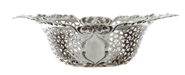 STERLING SILVER PIERCED BASKET BY WALKER & HALL, SHEFFIELD 1902