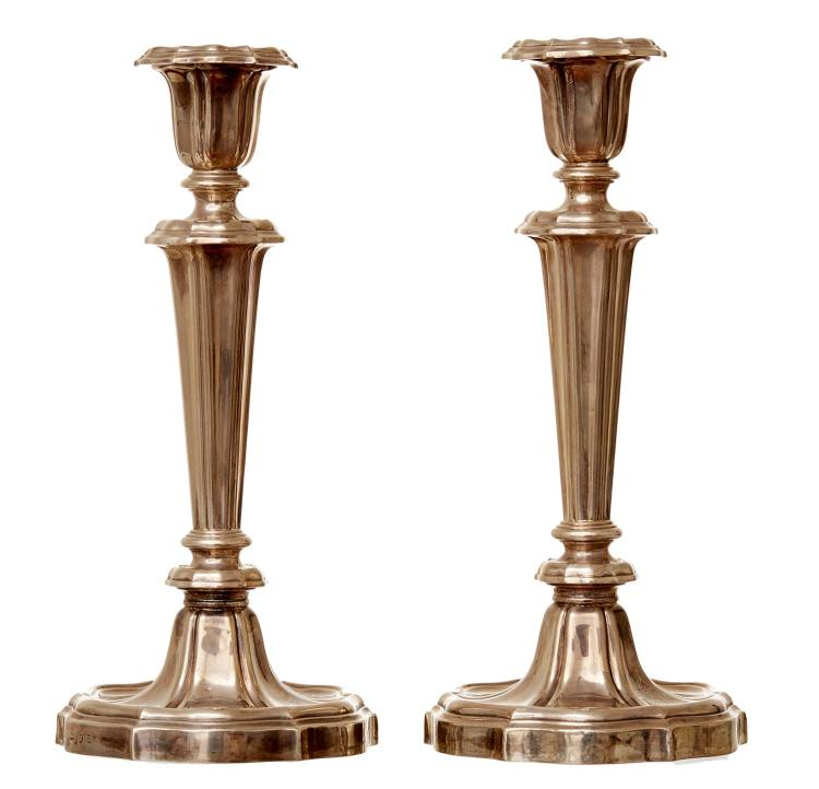 A PAIR OF GEORGE IV STERLING SILVER CANDLESTICKS BY I.W, SHEFFIELD 1828
