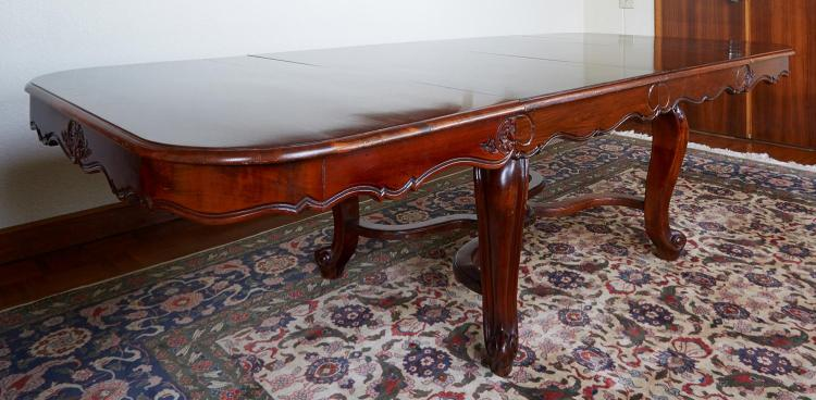 A FRENCH PROVINCIAL OAK EXTENSION DINING TABLE, LATE 19TH CENTURY