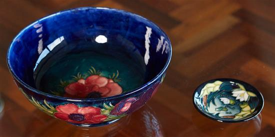 A MOORCROFT ''ANEMONE'' BOWL BY WILLIAM MOORCROFT AND SMALL CONTEMPORARY DISH