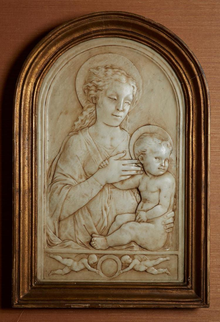 A CARVED MARBLE RELIEF OF THE MADONNA & CHILD, ITALIAN 18TH/19TH CENTURY