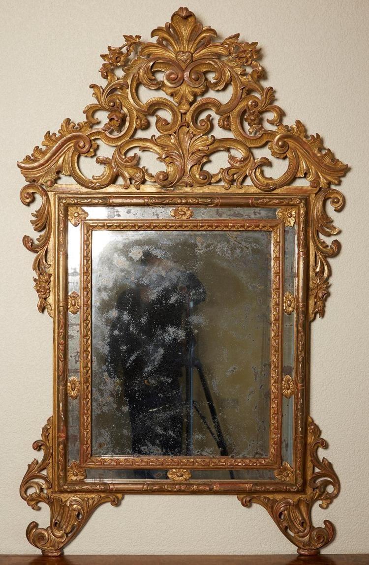 AN ITALIAN GILTWOOD MIRROR, 18TH/19TH CENTURY