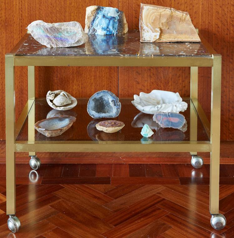 A BOLDER OPAL TOPPED BRASS OCCASIONAL TABLE/TROLLEY, CIRCA 1970