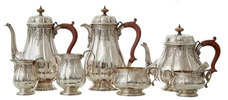 AN EXTENSIVE STERLING SILVER SEVEN PIECE TEA & COFFEE SERVICE BY HARDY BROTHERS, BIRMINGHAM 1956, 57 AND 58
