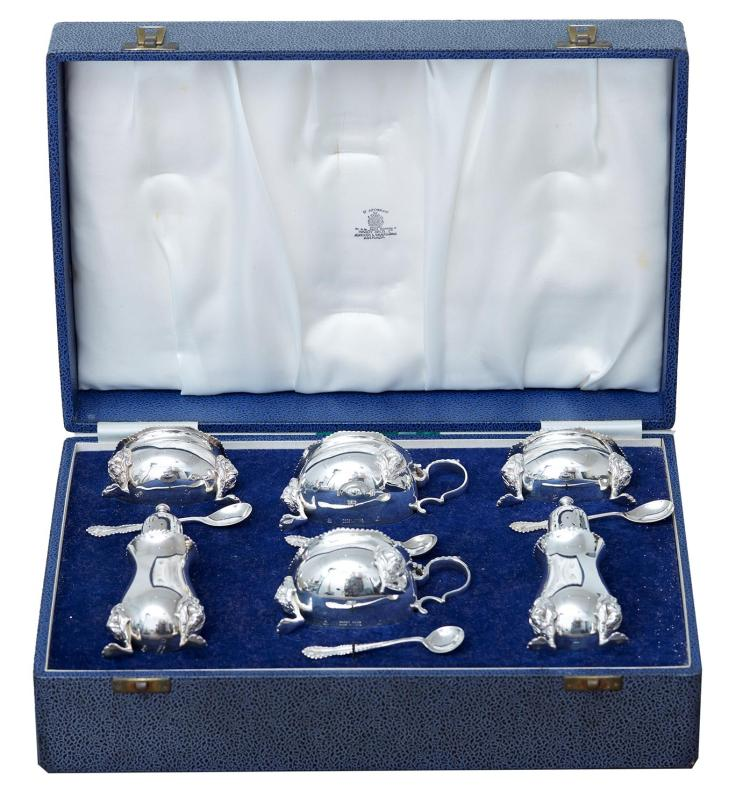 A STERLING SILVER BOXED CRUET SET BY HARDY BROTHERS, BIRMINGHAM 1958