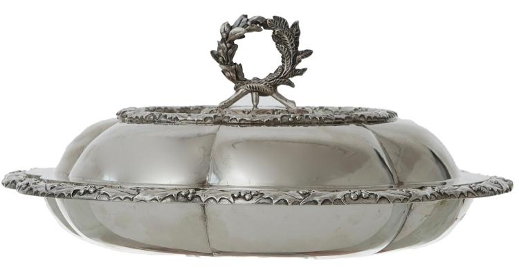 A VICTORIAN STERLING SILVER ENTRE DISH BY ROBERT HENNELL III, LONDON 1862