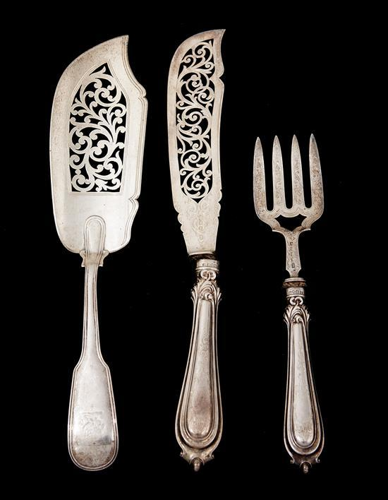 VICTORIAN STERLING SILVER SERVERS BY JOHN GILBERT, BIRMINGHAM 1884, WITH STERLING SLICE BY SAMUEL HAYNE & DUDLEY CARTER, LONDON 1843