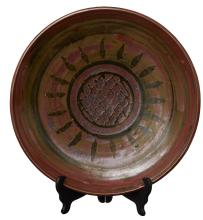 A LARGE AUSTRALIAN STONEWARE POTTERY CHARGER BY HAROLD HUGHAN (1893-1987)