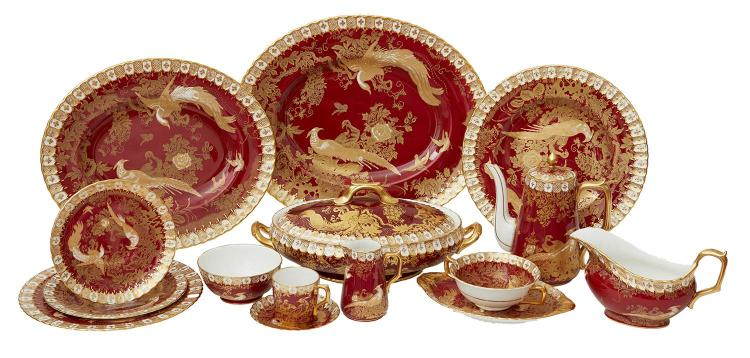 A ROYAL CROWN DERBY ''GOLD AVES'' RED GROUND PORCELAIN SERVICE FOR SIX