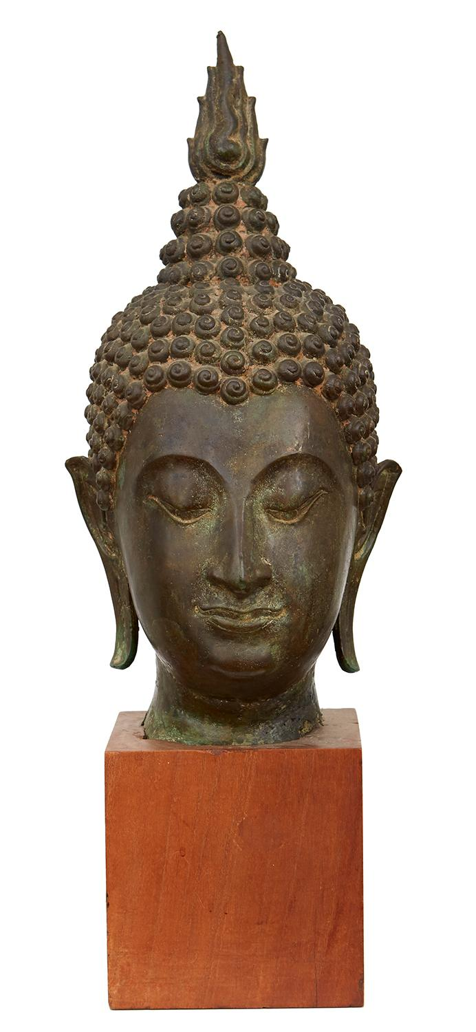 A LARGE BRONZE HEAD OF BUDDHA, SUKHOTHAI STYLE, POSSIBLY 15TH CENTURY