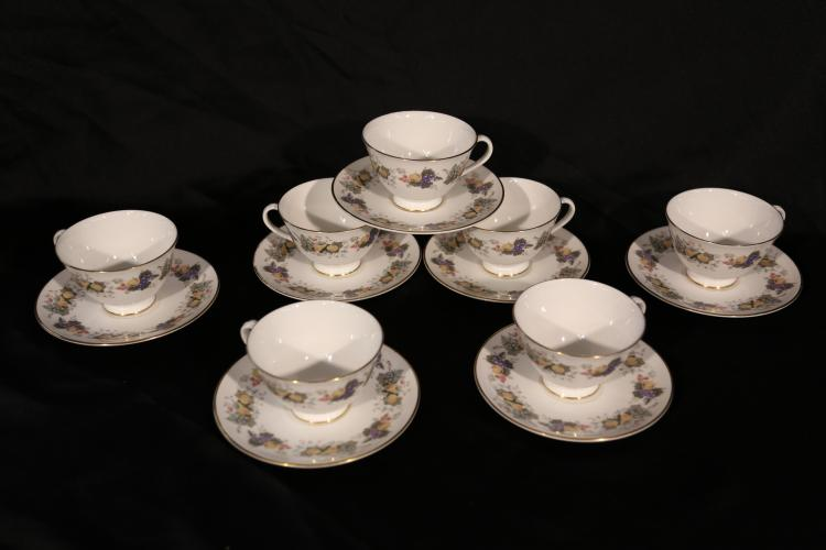 14 piece Tea cups and saucers. Royal Doulton
