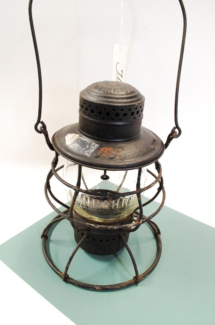 Antique Dietz Vulcan 39 NYNH&HRR Railroad Lantern With Embossed Globe