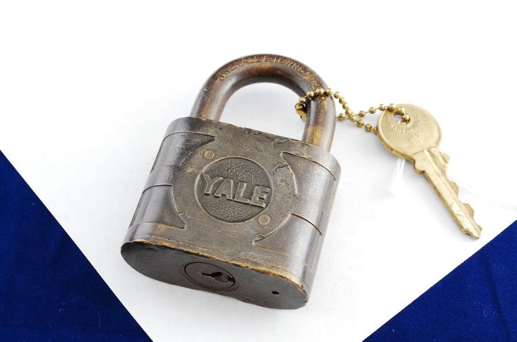 Antique Yale & Towne Mfg Co Super Pin Tumbler NY NH & HRR Sig Department Padlock With Key