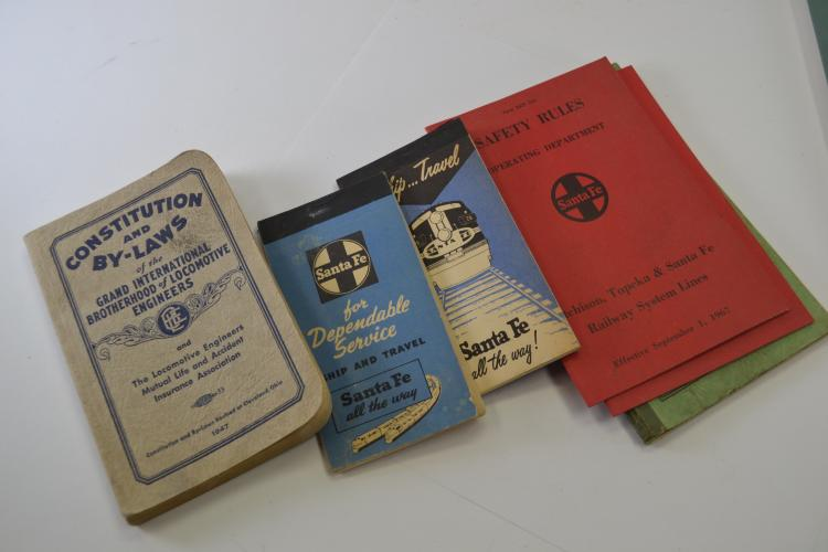 Small Lot Of Vintage Railroad Books Pamphlets And Ephemera