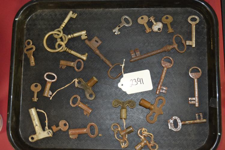 Vintage Lot f oSkeleton Railroad Lock Lantern And Padlock Keys