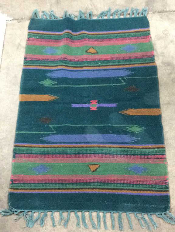 hand woven native american style area rug. Black Bedroom Furniture Sets. Home Design Ideas