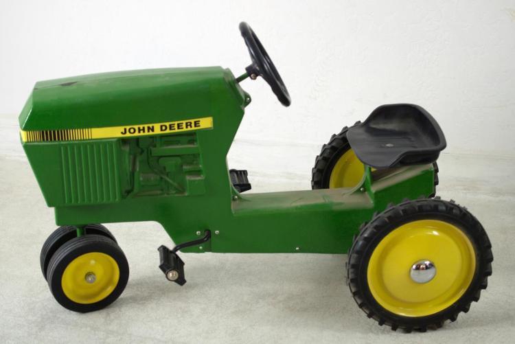 John Deere Ertl #520 Pedal Tractor