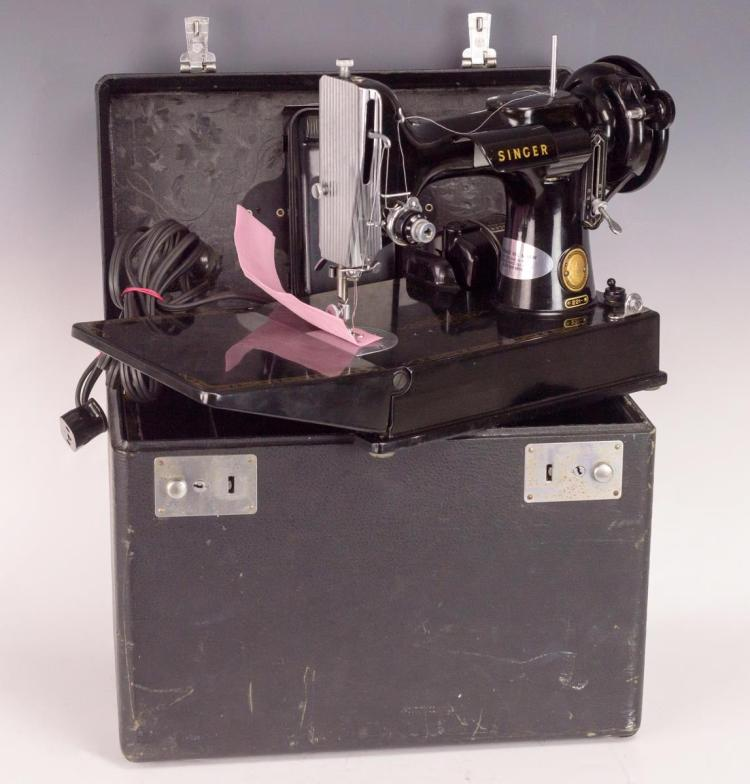 Singer Featherweight Sewing Machine, Model 221