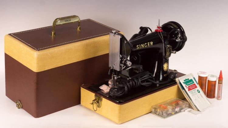 Singer Model 99K Portable Sewing w/ Light & Case