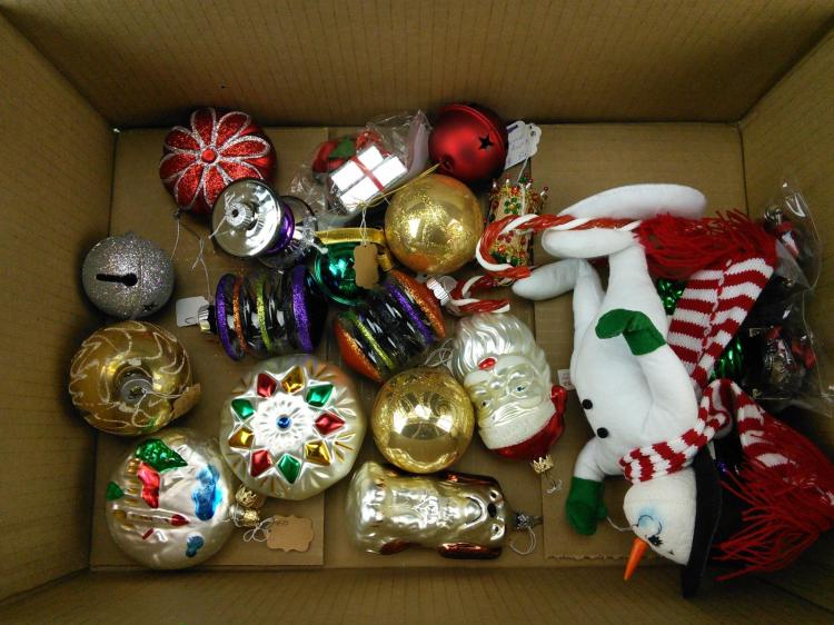 Assorted christmas decorations lot