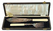 2 Pc William Batt Bone Handle Fish Serving Set