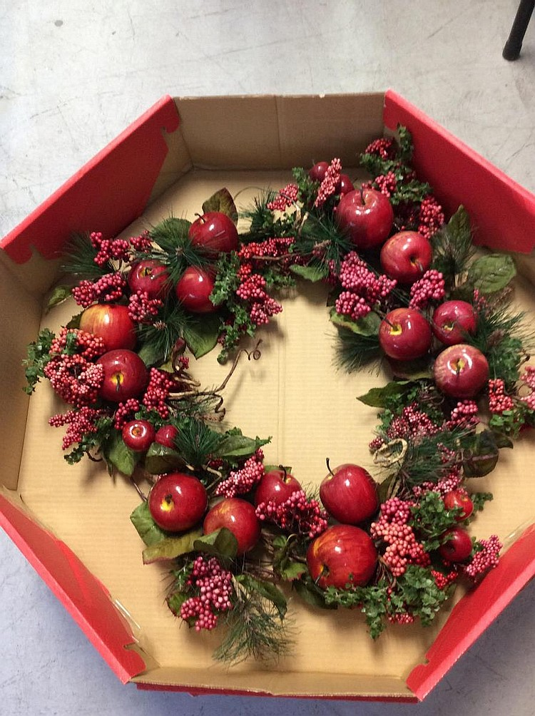 Lot 243 2pc red apple orchard christmas wreaths