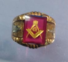 10K Gold Men's Ruby Masonic Ring Sz 10.5