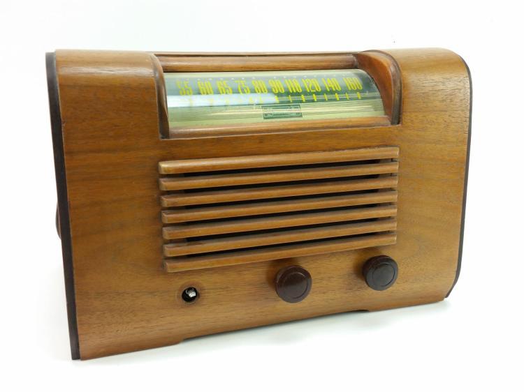 Vtg. Sonora Model RDU-209 Tube Radio