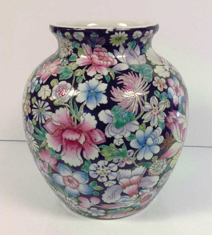 Chinese Late Qing Dynasty Millefleur Vase