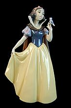 Lladro Porcelain #7555 - Snow White