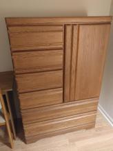 Traditional Oak Vertical Dresser