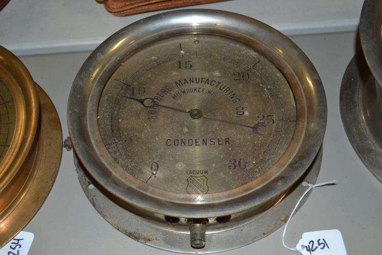 Antique Nordberg Manufacturing Company 30-Pound Vacuum Condenser Gauge